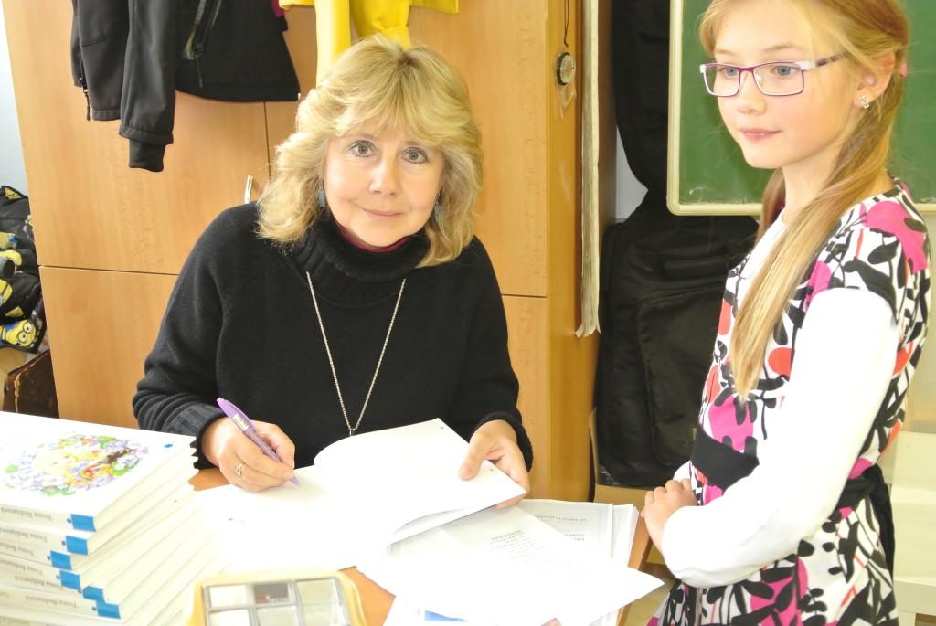 Autorské čtení - podepisování knížek dětem